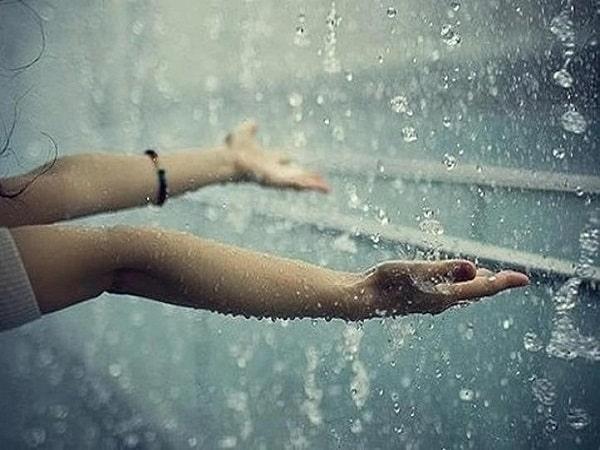 Mơ thấy mưa là điềm báo gì, đánh con số nào may mắn?