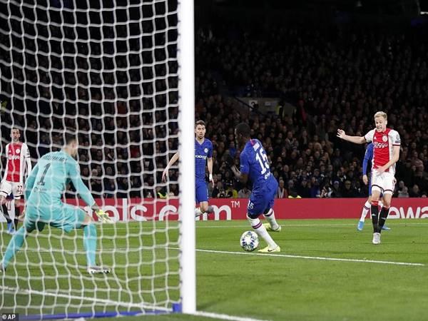Chelsea lội ngược dòng thành công dù bị dẫn trước