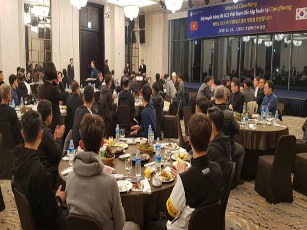 Thầy trò HLV Park Hang Seo được tiếp đón nồng hậu ở Tongyeong