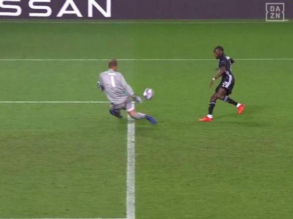 Tin bóng đá trưa 20/8: Neuer cứu thua giúp Bayern định đoạt trận đấu