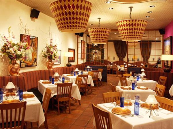 Mơ thấy nhà hàng là điềm báo điều gì? Đánh số nào may mắn?
