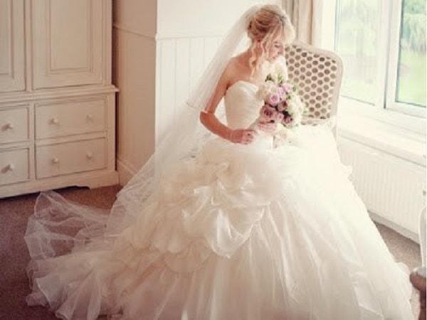 Nằm mơ thấy váy cưới đánh số mấy? Ý nghĩa mơ thấy mặc váy cưới