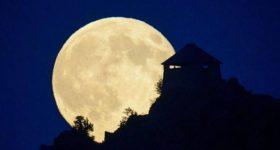 Mơ thấy mặt trăng: Giải mã giấc mơ thấy mặt trăng đánh con gì chính xác?