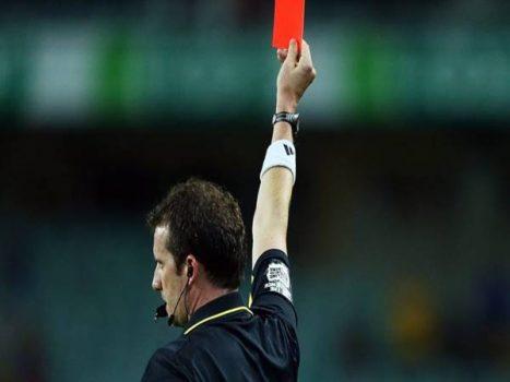 Thẻ đỏ là gì? Nguồn gốc và ý nghĩa của thẻ đỏ trong bóng đá