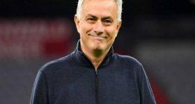 """Jose Mourinho là ai? Thông tin về """"Người đặc biệt"""""""